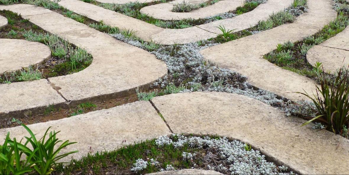 header-labyrinth-2